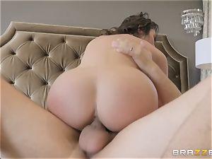 Christiana Cinn railing on a thick cock