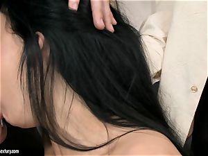 Aletta Ocean threeway as she inhales off a couple of pricks