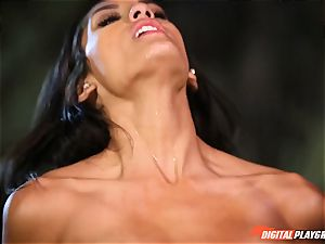 Beach plow with adorable insatiable black-haired Chloe Amour