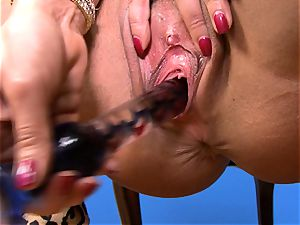fantastic Lisa Ann plunges her faux-cock deep in her raw honeypot