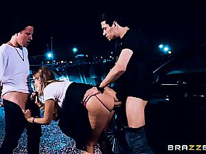 whorish Britney Amber got threesomed on the crime gig