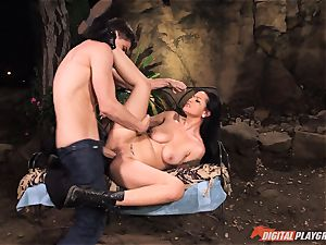 Katerina Jade has car problems but gets immobile herself