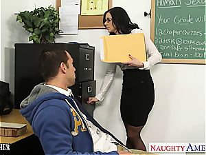 dark haired instructor Kendra passion gets facialized
