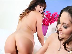 Mia Lelani shares a man-meat with torrid mummy Ava Addams