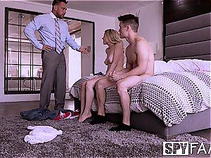 SpyFam boyfriend observes Aubrey Sinclair smash step-father